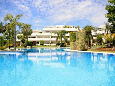 Nueva Andalucia, Ground floor apartment for sale in a front line golf complex in Nueva Andalucia