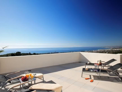 Marbella East, Luxury duplex apartment for sale in Marbella with panoramic views of the Mediterranean coast