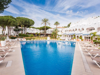 Marbella East, Spacious apartment for sale in Marbella east set within a luxury hotel resort