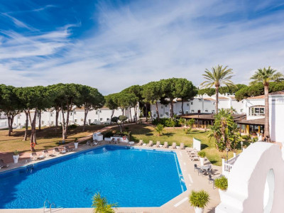 Marbella East, Quality new apartment for sale in Marbella east set within a luxury hotel resort