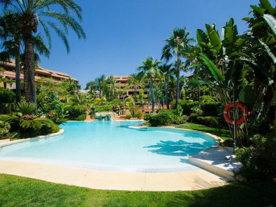 Marbella East, Luxury apartment for sale in the sought after Gran Bahia development in Marbella