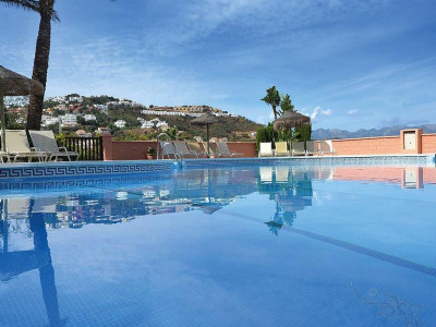 Marbella East, Spacious apartment for sale in the hills of Marbella east with stunning views