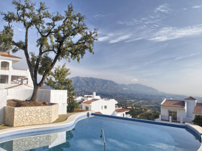 Marbella East, New bank repossession apartments for sale in Marbella east with panoramic sea views