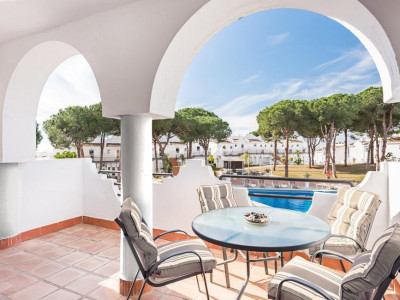 Marbella East, Bargain new apartment for sale in Marbella east set within a luxury hotel resort