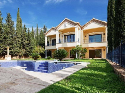 Marbella Golden Mile, Luxury classical style villa for sale in the prestigious Sierra Blanca in Marbella