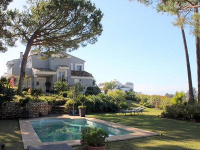 Benahavis, Stunning villa for sale in La Quinta with panoramic views of the golf course and sea