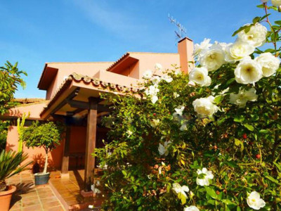 Benahavis, Bargain but beautiful rustic style villa for sale in La Quinta in Benahavis