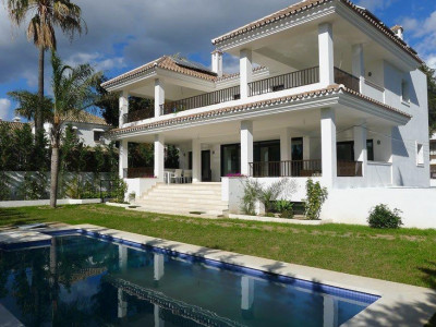 San Pedro de Alcantara, Brand new villa for sale in Cortijo Blanco within walking distance to Puerto Banus