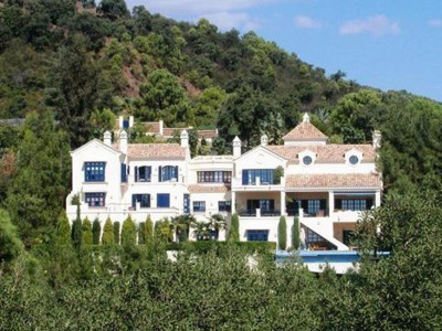 Benahavis, Luxury villa for sale in the exclusive El Madroñal with stunning views of the Mediterranean