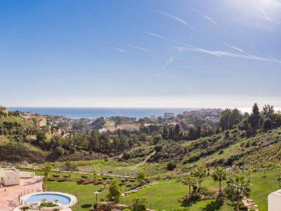 Benalmadena, Brand new golf apartment for sale in Benalmadena with panoramic golf and sea views