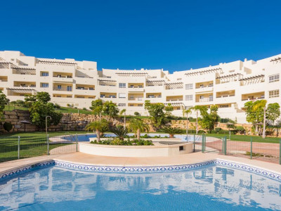 Benalmadena, Brand new apartment for sale in Benalmadena with panoramic golf and sea views