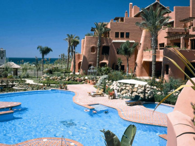 Estepona, Ground floor apartment for sale in Estepona in one of the best beach front developments