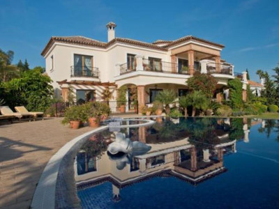 Benahavis, Impressive villa for sale in El Paraiso Alto with stunning views of Gibraltar and Africa