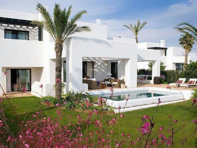 Casares, Fabulous villa for sale in Casares in the western Costa del Sol in a prestigious golf resort