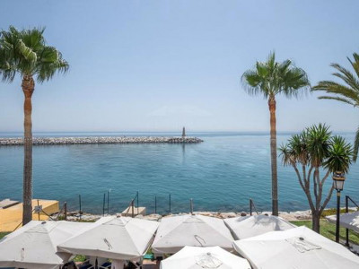 Marbella - Puerto Banus, Sea front apartment for sale in Puerto Banus with views to the entrance of the harbour
