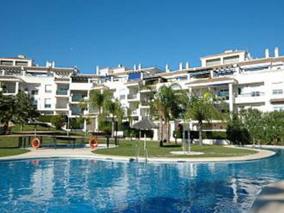 Nueva Andalucia, Completely renovated apartment for sale in Nueva Andaluica a short walk from the beach