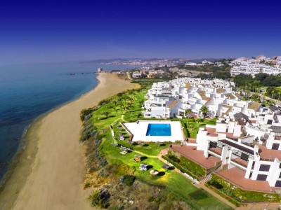 Casares, BRAND NEW GROUND FLOOR APARTMENT WITHIN A FRONTLINE BEACH DEVELOPMENT IN CASARES
