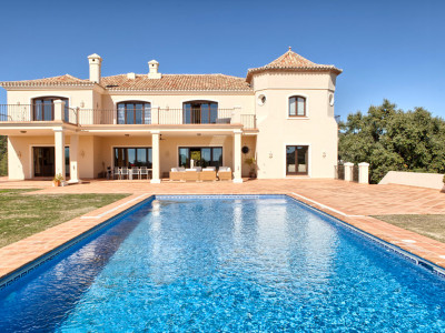 Benahavis, Stylish quality mansion on a large flat plot in Marbella Club Golf Resort