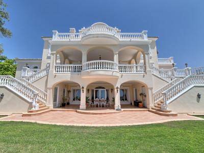 Benahavis, Magnificent classic style villa for sale in Marbella Club Golf Resort, Benahavis