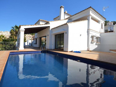 Nueva Andalucia, Contemporary style villa for sale in the heart of the Nueva Andalucia Golf Valley