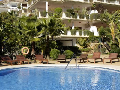 Marbella Golden Mile, BRIGHT 2 BEDROOM APARTMENT FOR SALE IN THE MARBELLA GOLDEN MILE