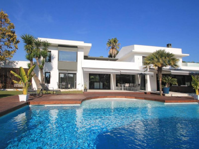 Estepona, Contemporary beach side villa for sale in the New Golden Mile in Estepona