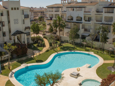 Manilva, Bargain south facing corner penthouse in La Duquesa, Manilva