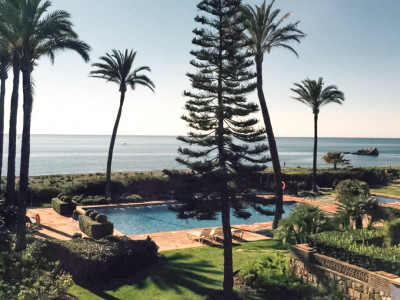 Casares, Quality frontline beach apartment, close to a 5 STAR beach club