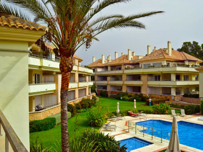 Estepona, Frontline beach 3 bedroom apartment for sale in Estepona
