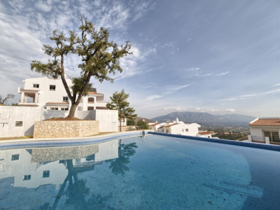Marbella East, Brand new bank repossessed apartments with sea and coast views