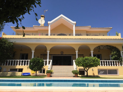 Benahavis, Impressive and very spacious 5 bed, 5 bath villa in Paraiso Alto, with a separate guest apartment