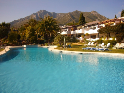 Marbella Golden Mile, Beautiful 2 bedroom apartment with great rental potential