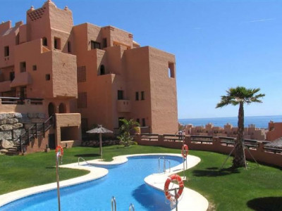 Manilva, Frontline golf apartment properties with stunning views to the coast and sea