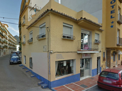 Marbella, Local and 3 bedroom apartment with roof terrace for sale in Marbella Centre, next to the castle