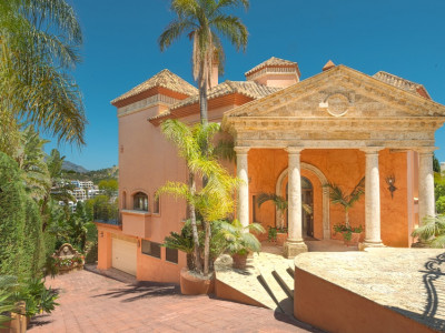 Benahavis, OUTSTANDING VILLA FOR SALE IN LOS ARQUEROS, BENAHAVIS