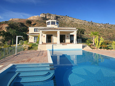 Benahavis, Luxury 6 bedroom villa in Marbella Club Golf Resort