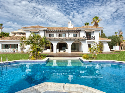 Nueva Andalucia, Unique renovated villa in Nueva Andalucia! Walking distance to Puerto Banus!