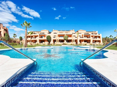 Casares, 3 bedroom penthouse apartment 300 metres from the beach in Estepona West