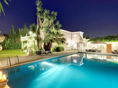 San Pedro de Alcantara, Elegant frontline golf villa in Guadalmina Alta