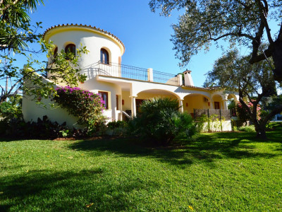 Marbella Golden Mile, Independent four bedroom villa in Marbella Golden Mile