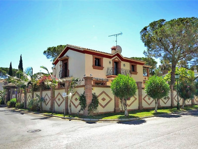 Estepona, Beautiful 4 bedroom villa in New Golden Mile, close to San Pedro