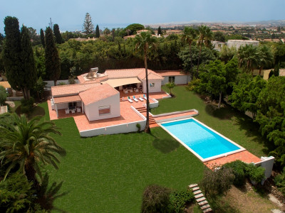 Estepona, Bright 4 bed fully renovated villa in New Golden Mile