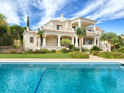 Benahavis, Exceptional and spacious 6-bedroom villa located in the residencial area of El Paraiso Alto, Benahavis