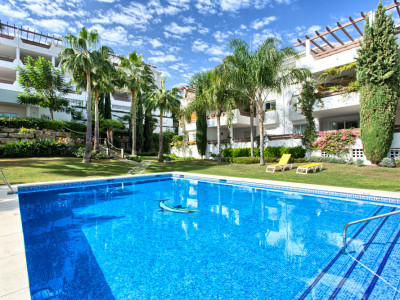 Estepona, Topfloor spacious 2-bedroom apartment in New Golden Mile, east to west facing with seaviews