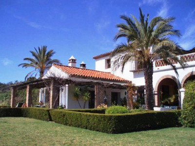 Gaucin, DELIGHTFUL COUNTRY VILLA WITH SEPARATE GUEST COTTAGE AND SWIMMING POOL IN A PRIVATE LOCATION.