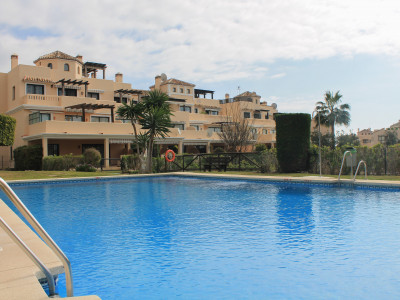 Marbella East, Charming 3 bedroom frontline golf ground floor apartment in Elviria
