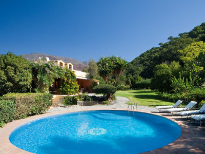 Casares, Lovely country house situated in 10,000m2 of land in a quiet valley near to Casares