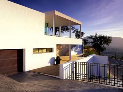 Marbella East, Bright contemporary villa with sea views in Marbella East
