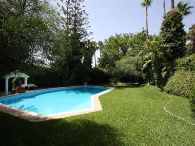Estepona, Beautiful traditional villa just 5 minutes drive from the port of Estepona