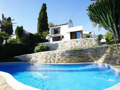Estepona, Bright villa with stunning sea views in Estepona